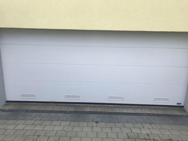 Lueftungsgitter-im-Garagen-Sektionaltor-001-bqf