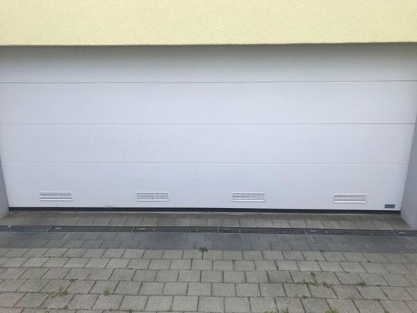 Lueftungsgitter-im-Garagen-Sektionaltor-002-bqf