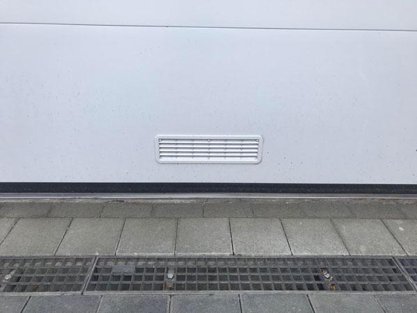 Lueftungsgitter-im-Garagen-Sektionaltor-003-bqf